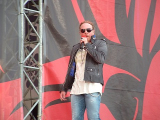 File:Axl Rose Donington England 2006.jpg