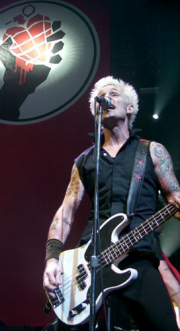 Il bassista Mike Dirnt a Cardiff